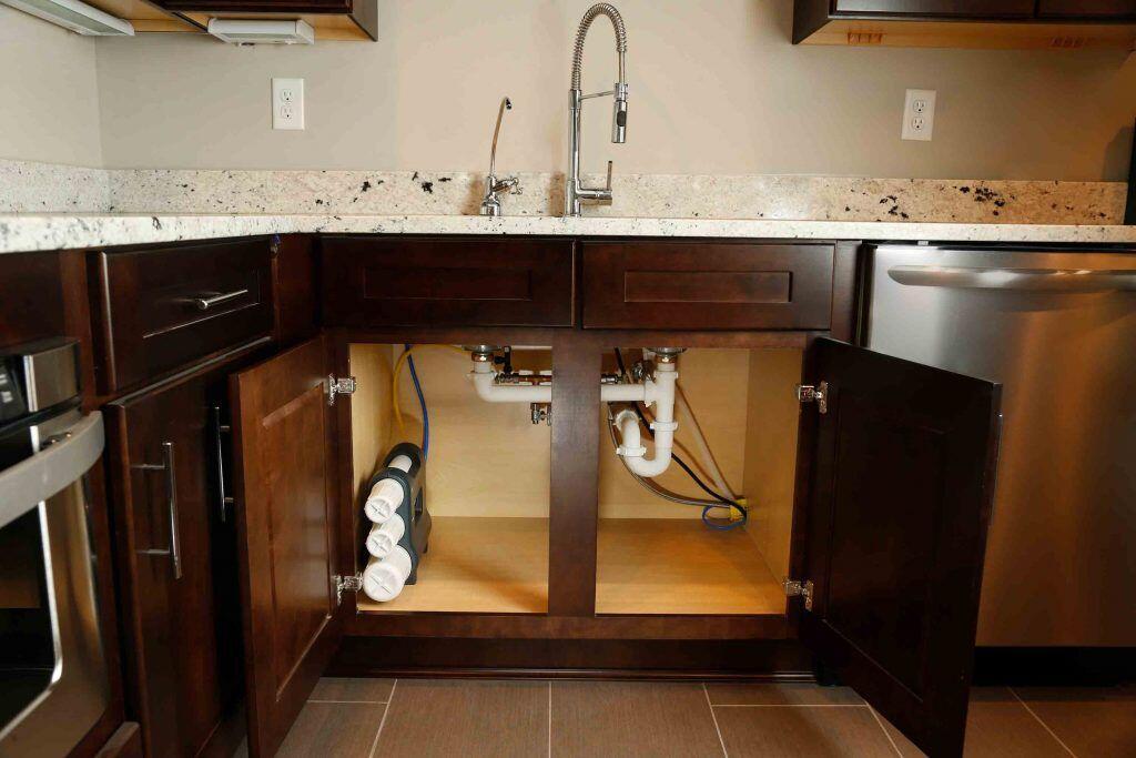 Mutfaktan Alt Kata Su Sızıyor